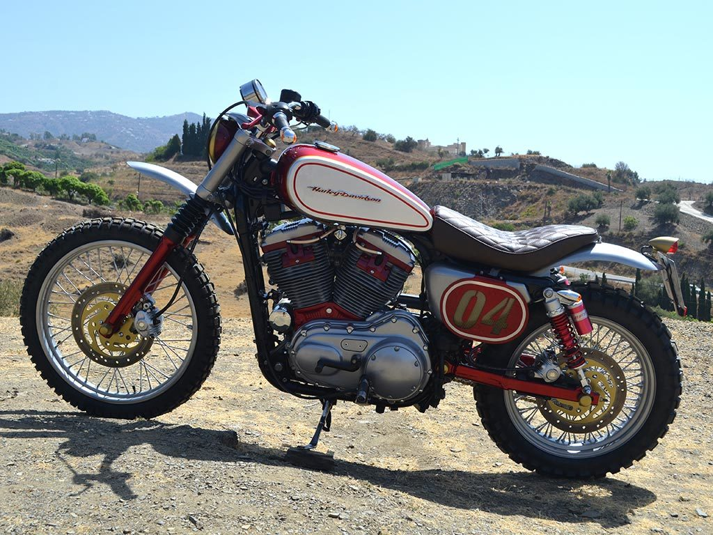 Left view of Bultracker 04 Siebla, a scrambler by Lord Drake Kustoms.